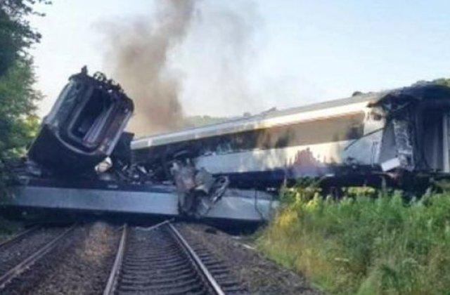 VIDEO Trei persoane au murit, iar alte şase sunt în stare gravă după ce un tren de pasageri a deraiat