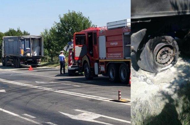 Roata unui TIR încărcat cu 24 tone de azotat de amoniu a explodat în Timiş
