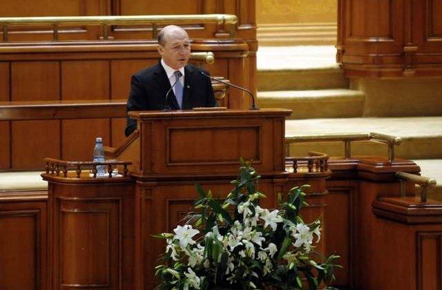 Basescu, in Parlament: Propun indepartarea din Guvern a ministrilor cu dosare penale