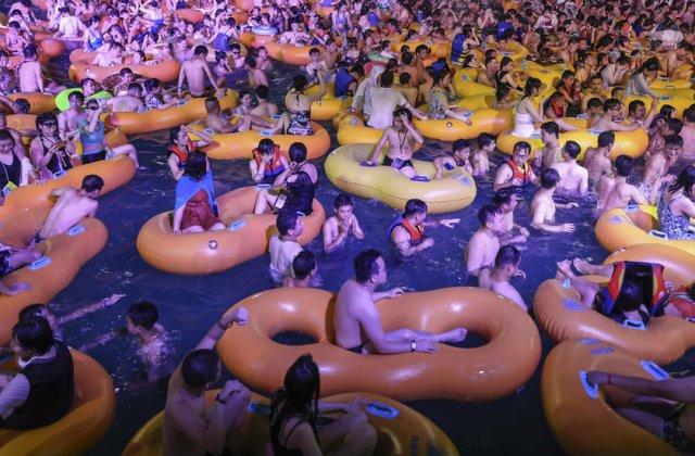FOTO Mii de oameni au participat la o petrecere în Wuhan, orașul în care a apărut coronavirusul