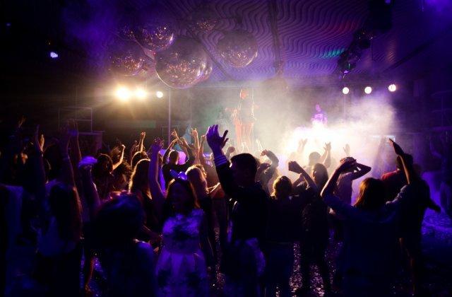 VIDEO Petrecere de mii de euro stricată de polițiști și jandarmi, într-un club din Mamaia
