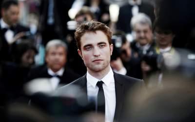 Actorul Robert Pattinson are...