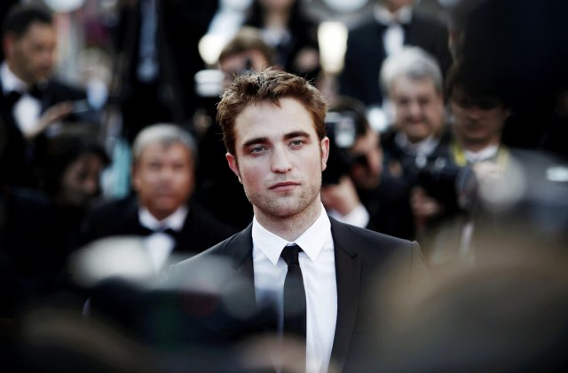 """Actorul Robert Pattinson are Covid-19. Filmările pentru """"Batman"""" au fost întrerupte"""
