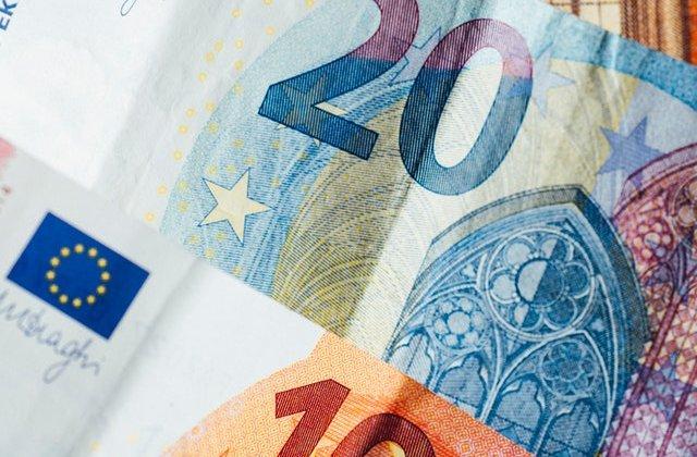 O femeie de serviciu a primit, din greșeală, 90.000 de lire sterline în cont. O zi mai târziu a făcut asta