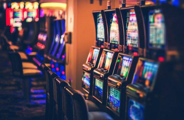 Un bărbat din Gorj a furat un aparat de jocuri de noroc din care a sustras 2.000 de lei
