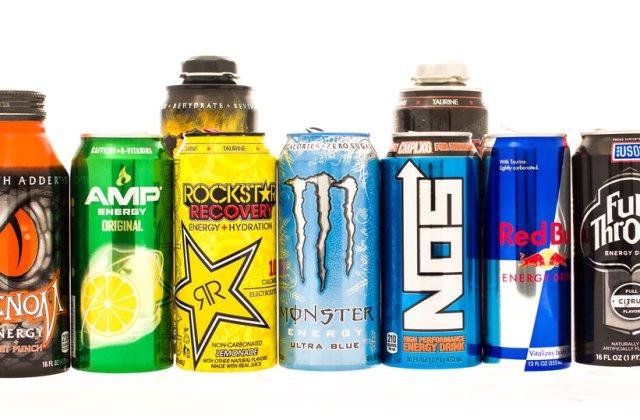 Băuturile energizante, interzise vânzării în școli, spitale și la automate. Unde se face excepție
