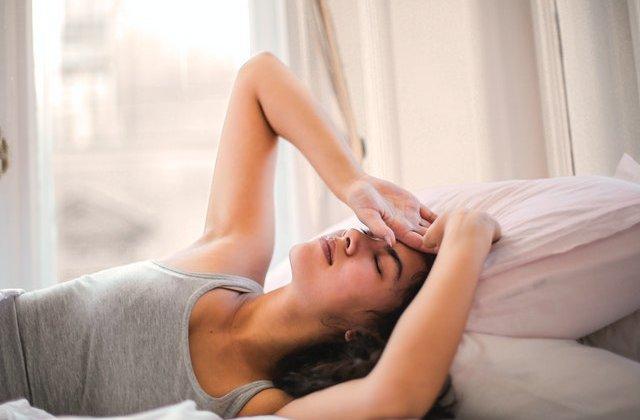 De ce nu este bine să folosești alarma telefonului pentru a te trezi dimineața