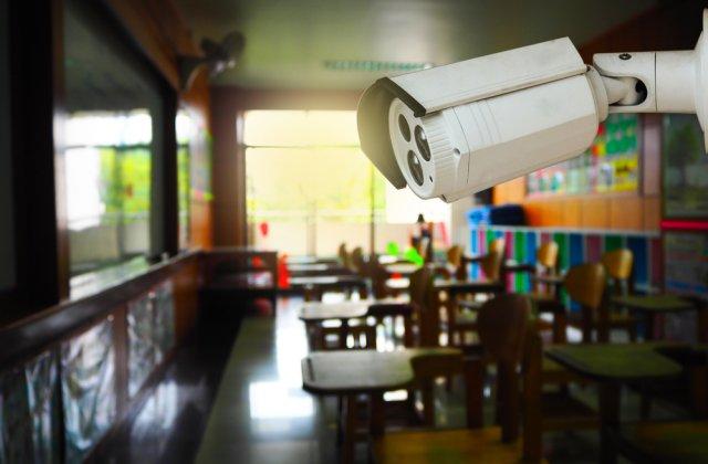 """Profesorii nu vor să fie filmați când predau: """"Nimeni nu ne-a întrebat dacă suntem de acord"""""""