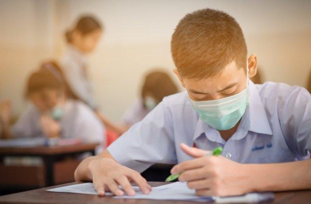 Elevii, revoltați în prima zi de școală. Vor ieși în stradă să protesteze