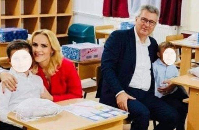 Firea și Pandele au intrat în clasă cu copiii, deși accesul părinților este interzis