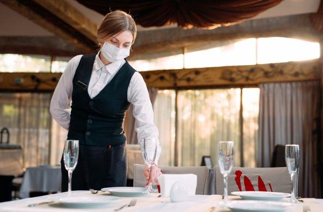 Încasări mici pentru restaurante și hoteluri în pandemie. Frizeriile au fost solicitate mai mult