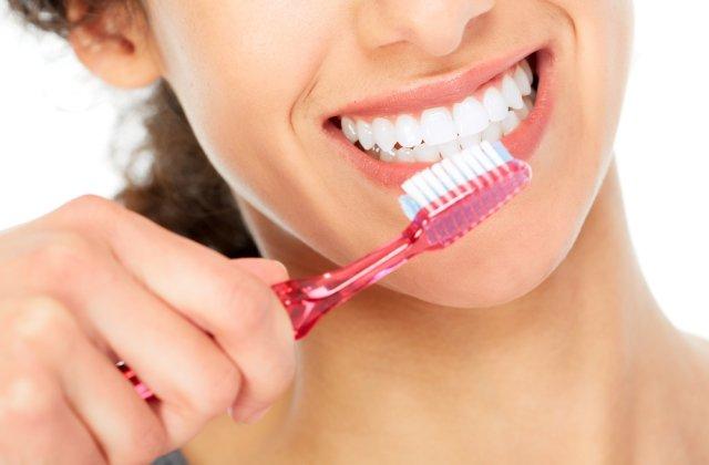 5 metode de albire a dinților în mod natural
