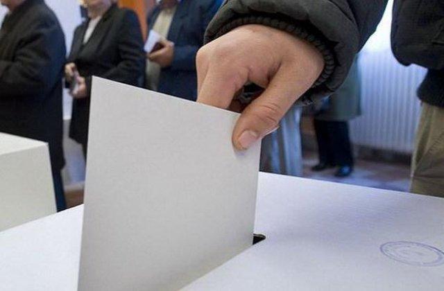 Cum să votezi duminică la alegeri, ca să nu iei COVID. Sfaturile medicului Virgil Musta