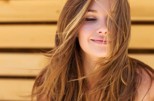 Nu e ușor să fii femeie: 4 coafuri simple care îți vor da dureri de cap