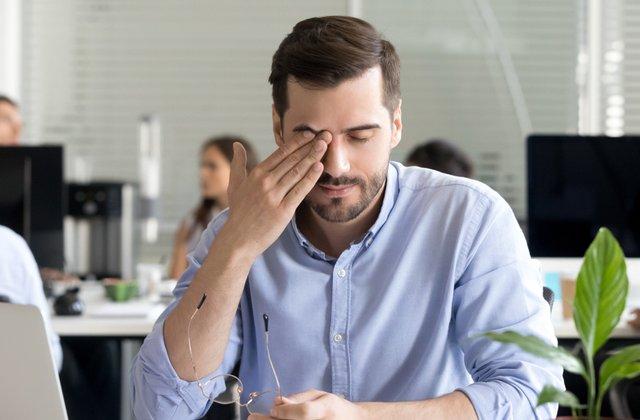 Cum îți dai seama că ai nevoie de ochelari: 5 indicii că ai probleme cu vederea