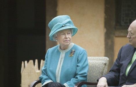 Regina Elisabeta, supărată pentru că servitorii nu mai vor să...