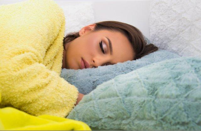 Ce se întâmplă cu tenul tău dacă dormi machiată: 7 efecte negative asupra pielii tale
