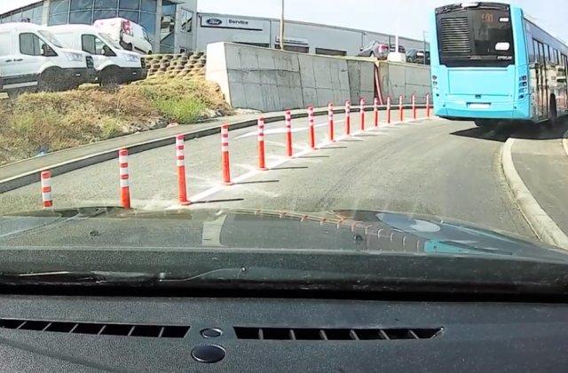 Trotuarul de la Podul Ciurel, DEMOLAT după ce autobuzele erau forțate să urce pe el pentru a vira în siguranță