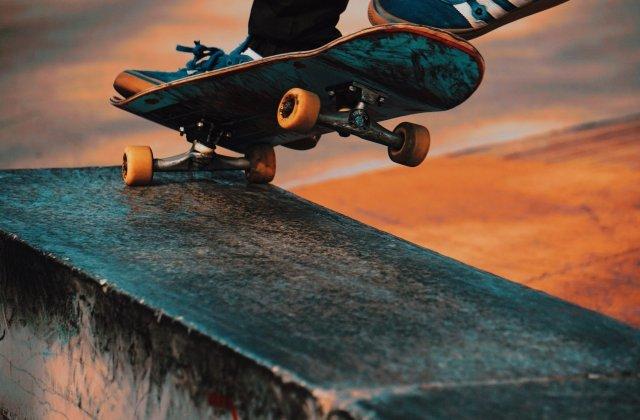 Tot ce trebuie să știi despre alegerea unui skateboard