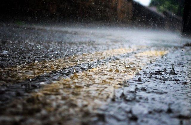 Cod GALBEN de ploi torențiale și vijelii. Harta cu zonele vizate