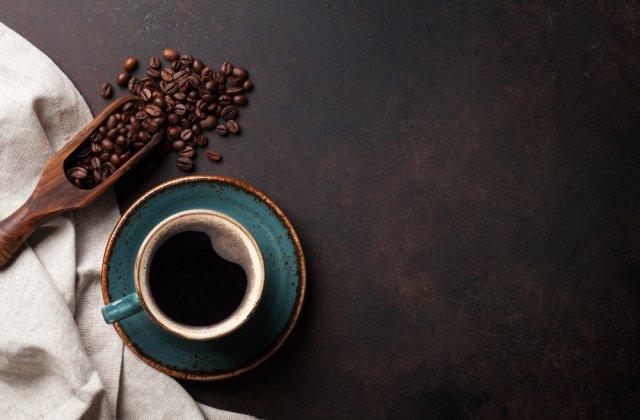 Cafeaua servită pe stomacul gol afectează organismul. Iată ce efecte negative are