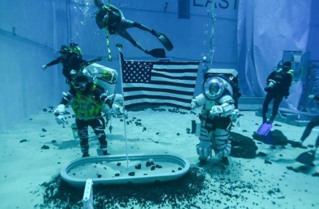 NASA testează noile costume spațiale într-un mediu care reproduce gravitaţia selenară