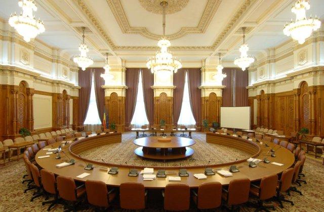 Opt persoane propuse ca ambasadori, audiate în comisiile de specialitate