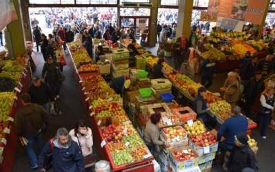 Amenzi în piețe și centre...