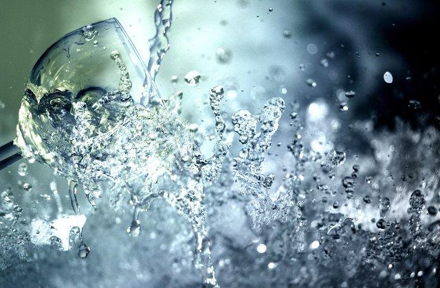 Ai grijă de organismul tău: 5 modalități de verificare a apei