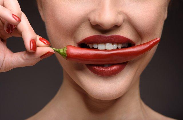 Te ajută să slăbești și vei trăi mai mult: 5 efecte incredibile și 4 efecte negative ale mâncării picante
