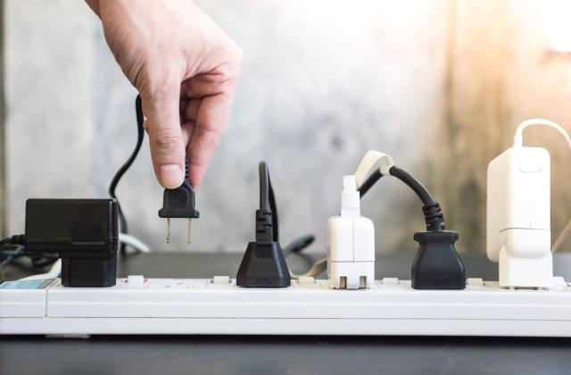 5 dispozitive care consumă curent electric chiar și atunci când sunt oprite