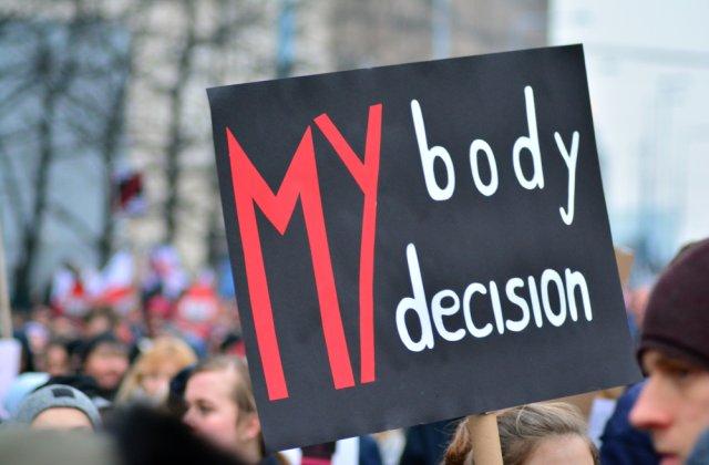 Drepturile femeilor sunt limitate! 30 de țări, printre care și SUA, interzic avortul