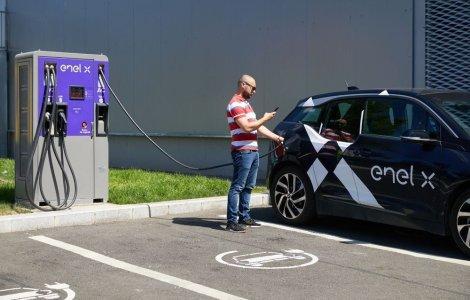 Enel X a instalat peste 60 de puncte de încărcare pentru mașini...
