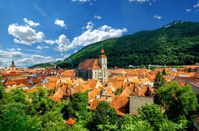 Municipiul Brașov trece în scenariul roșu, după ce a fost depășită rata de infectare de 3 la mia de locuitori