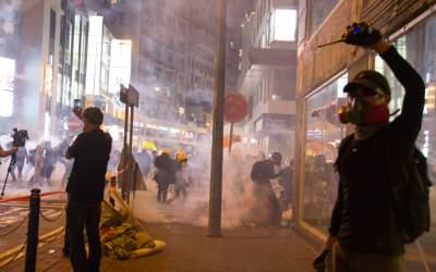 Proteste violente în câteva...