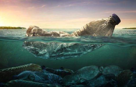 Aproximativ 230.000 de tone de plastic ajung anual în Marea Mediterană