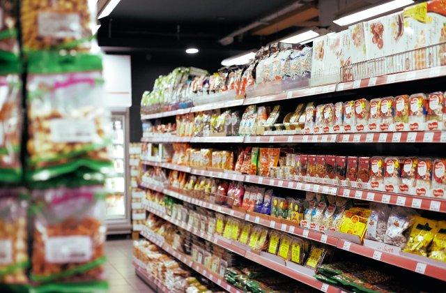 """Supermarketurile din Franța renunță la produse """"neesențiale"""". Ce poți găsi în marile magazine începând de astăzi"""