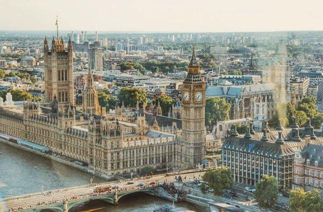 """Londonezii profită de ultimele ore de """"libertate"""". Unde și-au petrecut aceștia timpul înainte de lockdown"""
