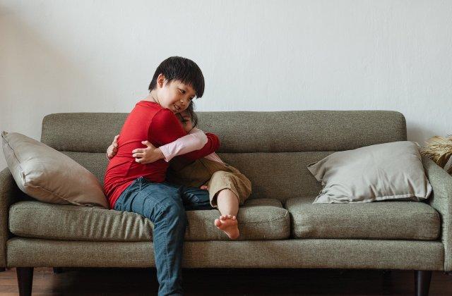 """Belgia permite fiecărui om să aibă un """"amic de îmbrățișări"""" în perioada carantinei"""