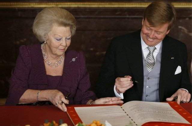 Willem-Alexander devine rege in Olanda, dupa abdicarea reginei Beatrix