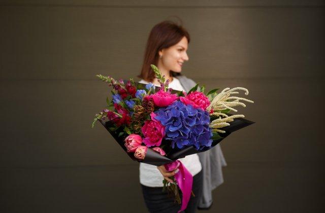 Pentru momentele speciale, există servicii de livrare flori în București