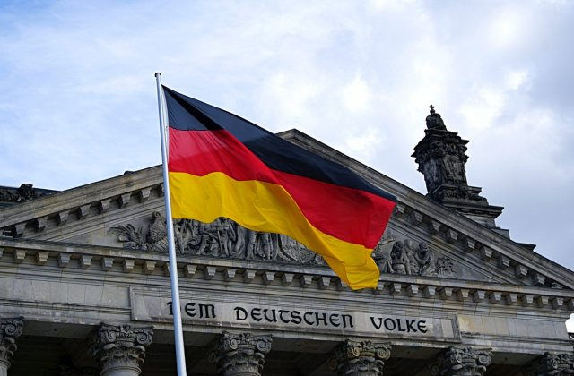 Mii de germani protestează contra legii ce oferă puteri sporite autorităților în lupta cu pandemia
