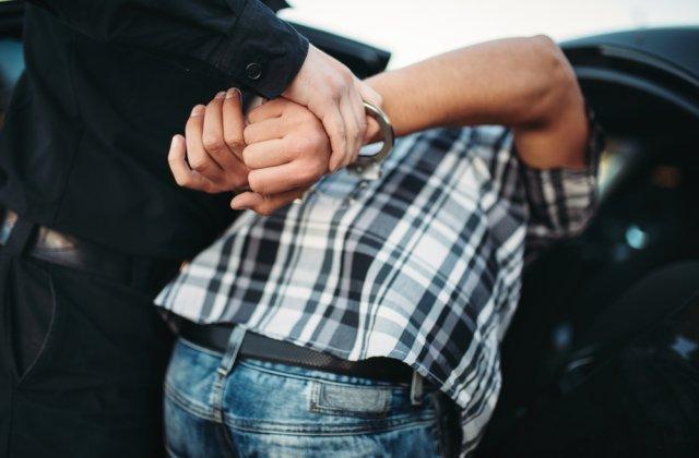 Un grup organizat specializat în trafic de persoane a fost destructurat de DIICOT Craiova