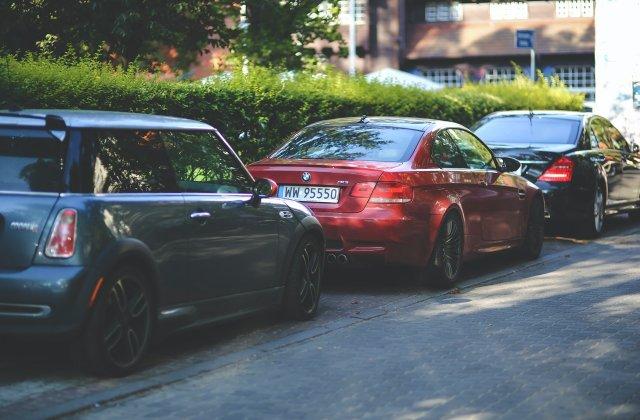 Mașinile parcate pe trotuar vor fi ridicate. De când intră în vigoare legea