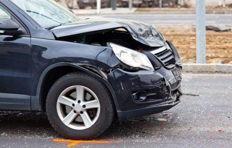 Șoferii care produc accidente grave vor plăti cu 40% mai mult la RCA