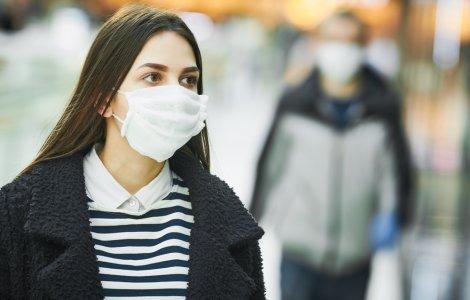 Când vom putea renunța la mască? Iată care sunt predicțiile experților