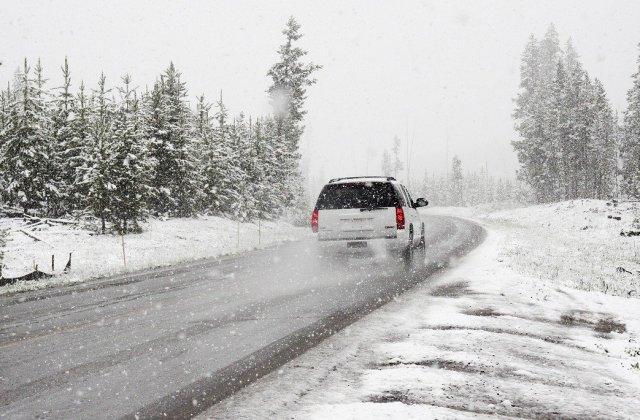 Anvelopele de iarnă - obligatorii. Ce riscă șoferii care nu și-au dotat mașina corespunzător sezonului rece