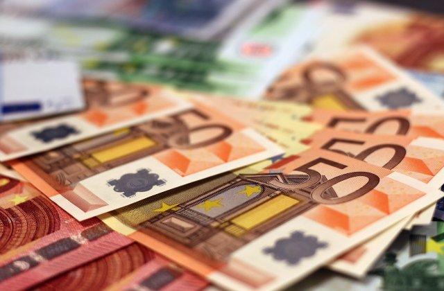 Comisia Europeană împrumută României 3 miliarde de euro pentru finanţarea şomajului tehnic