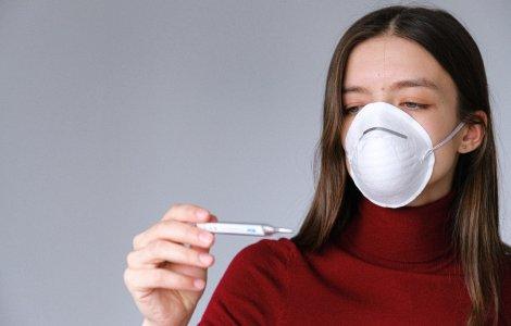 Cum se tratează acasă persoanele infectate cu COVID. Ce greșeală...