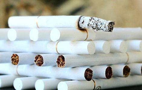 Acciza ţigaretelor va fi aliniată cerinţelor impuse de UE începând...